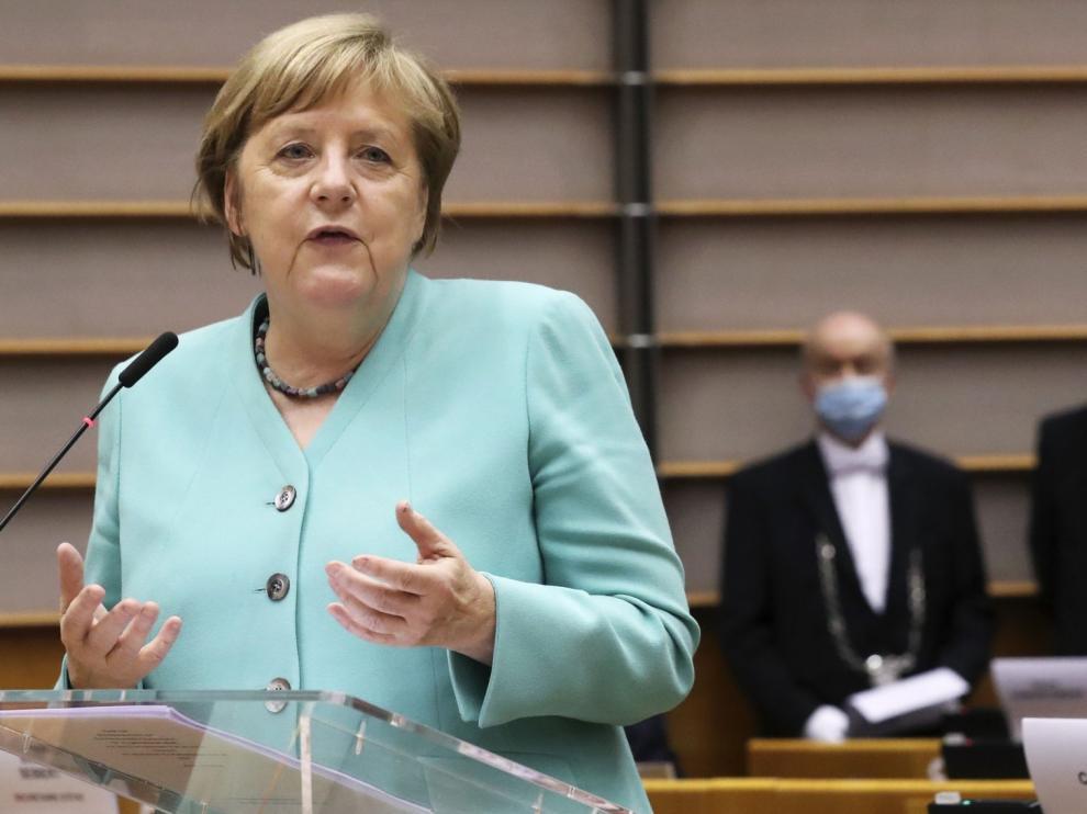 Merkel dice que la solidaridad europea es una inversión