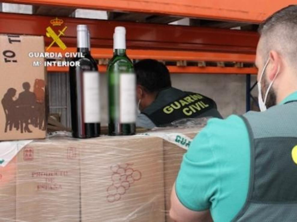 Nueve detenidos y dos investigados por revender botellas de vino con el timo del nazareno
