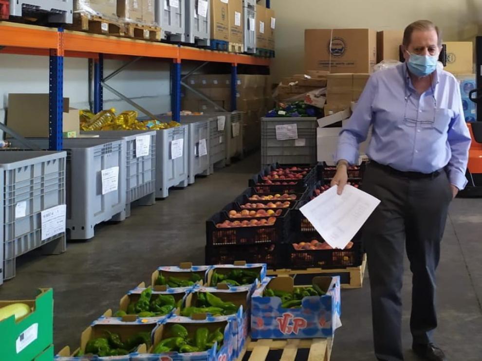 """Luis Artero Canals, tesorero y secretario del Banco de Alimentos: """"Abril sobre todo fue muy duro, con 70 lotes de alimentos diarios"""""""