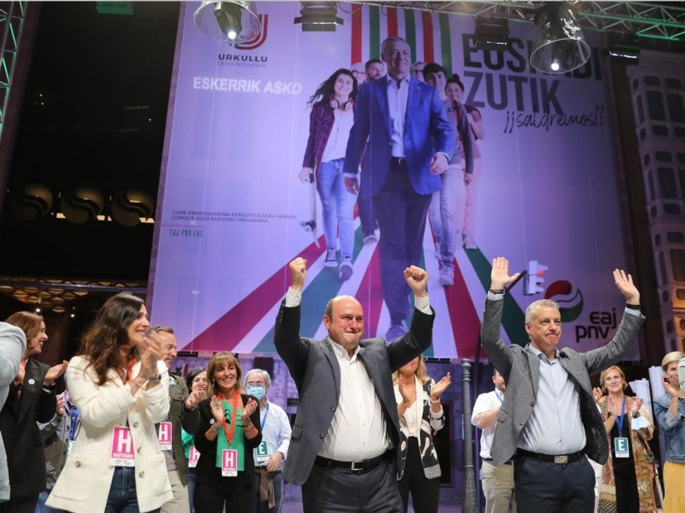 El PNV y el PSE suman mayoría y VOX se cuela en la Cámara