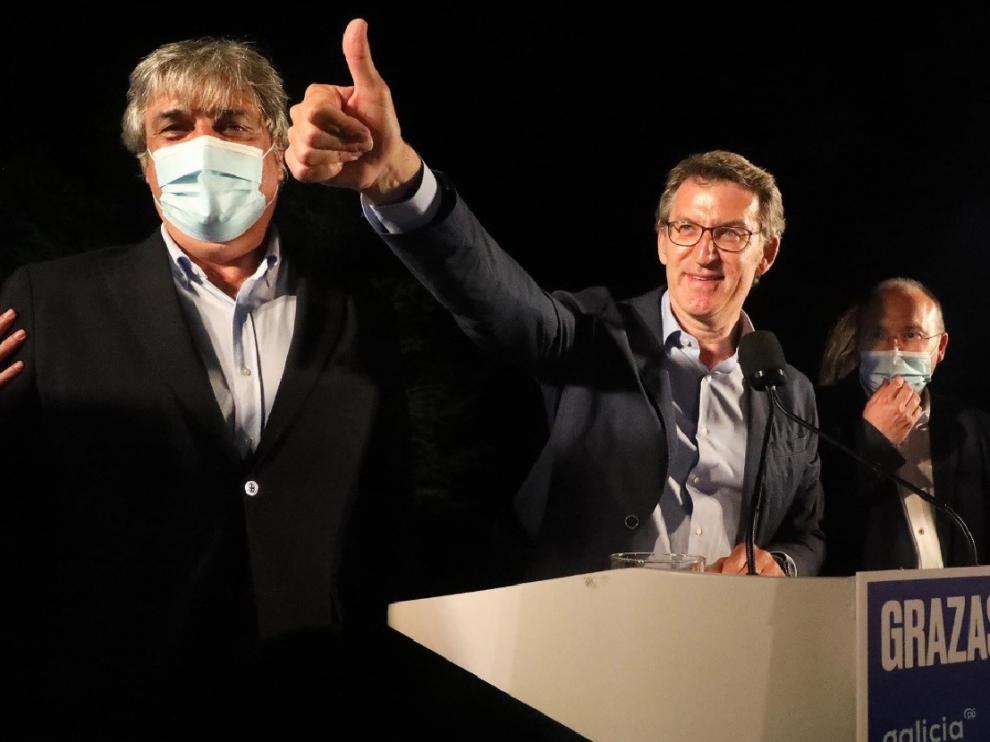 """Feijóo refuerza su mayoría absoluta y el BNG da el """"sorpasso"""" a los socialistas"""