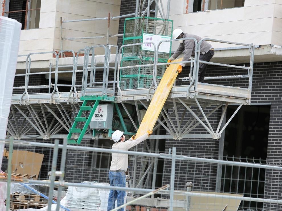El paro da un respiro en junio al bajar en servicios y construcción en Huesca