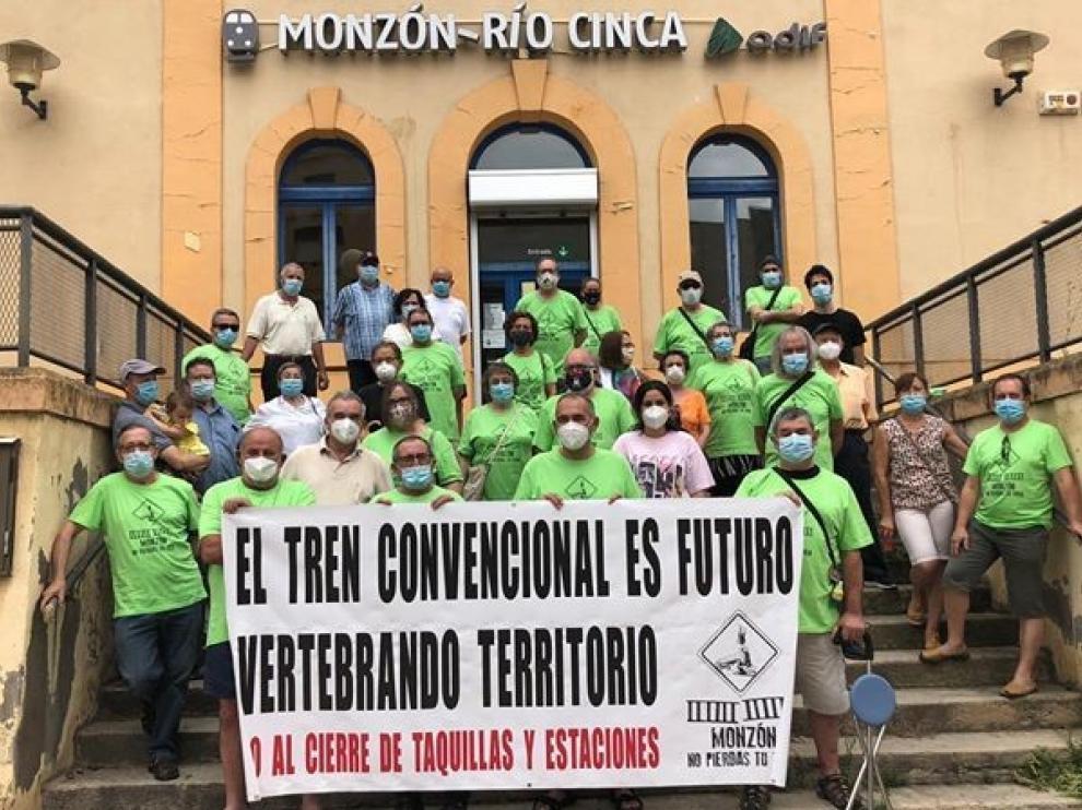 Concentración en Monzón para exigir la recuperación de servicios de Renfe