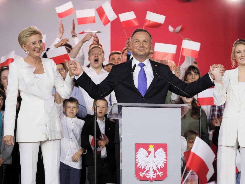 Polonia espera el recuento final ante un empate virtual