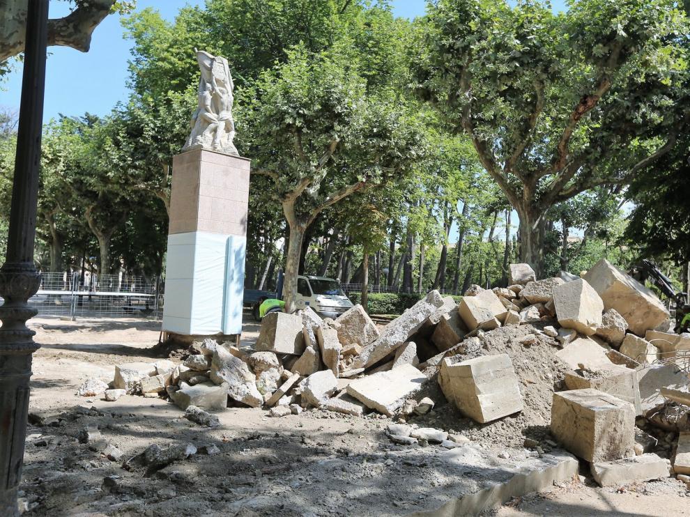 Avanzan las obras de reforma del vial central del Parque Miguel Servet de Huesca