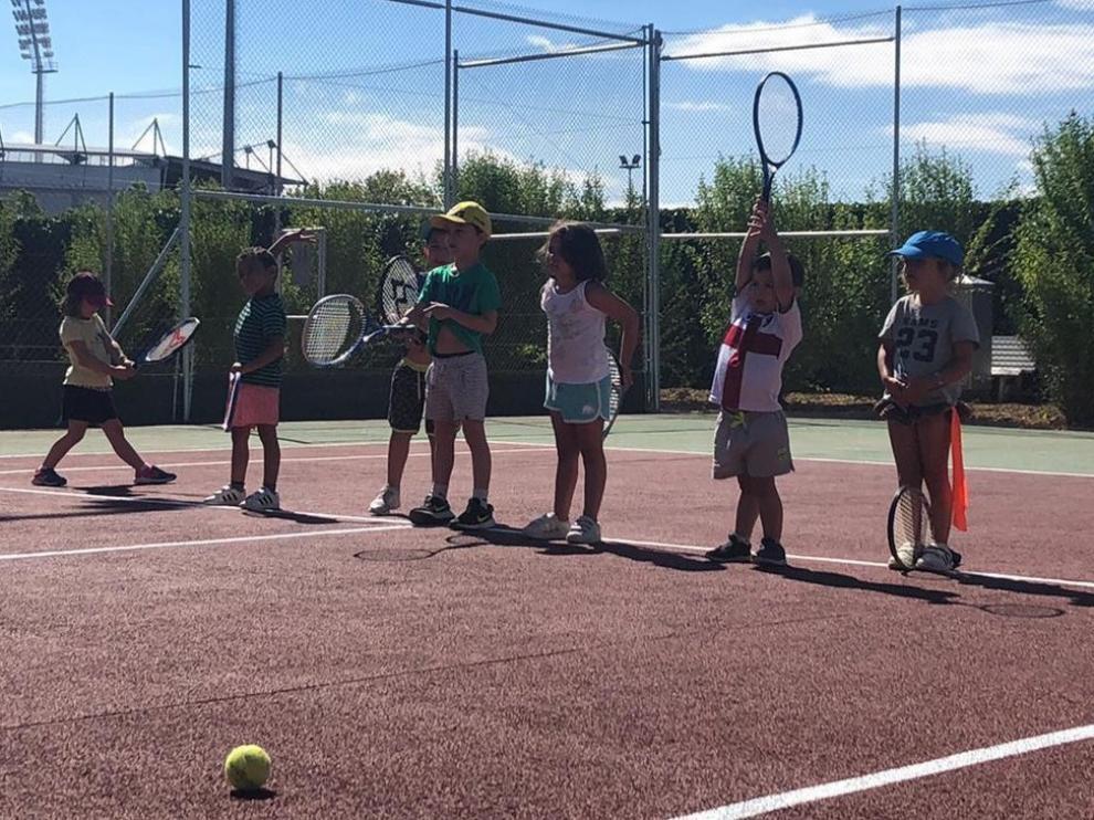 Los clubes de tenis de Huesca recuperan la actividad