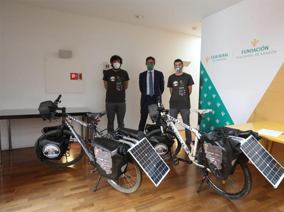 Dos emprendedores aragoneses recorren más de 1.000 kilómetros por las zonas más despobladas de Aragón