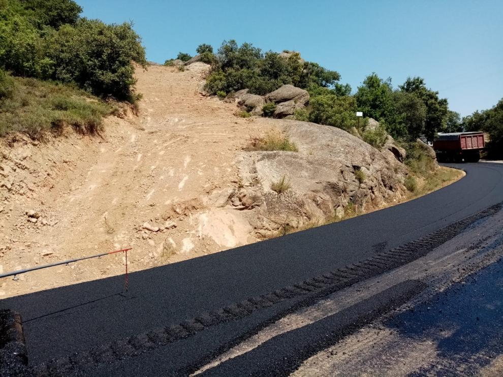 Finalizan las obras en la carretera entre Azlor y Abiego