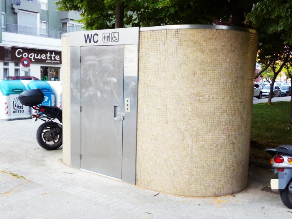 En funcionamiento los aseos autolimpiables del parque del Encuentro y de la plaza Europa de Huesca