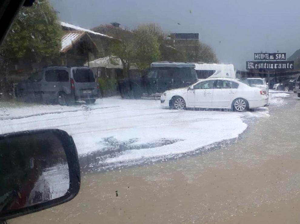 Fuerte tormenta de granizo en las zonas de Labuerda, El Pueyo de Araguás, Aínsa y Boltaña