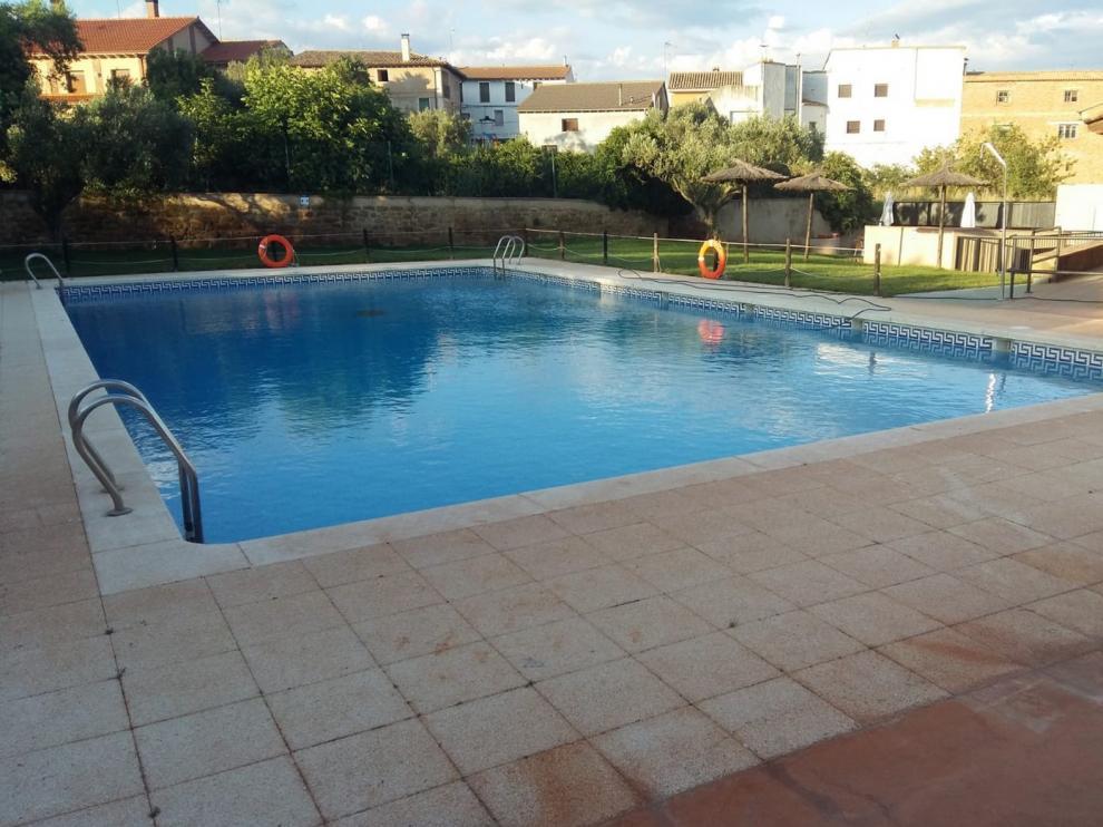 Azlor reabre este viernes sus piscinas tras dar negativo el test realizado al encargado