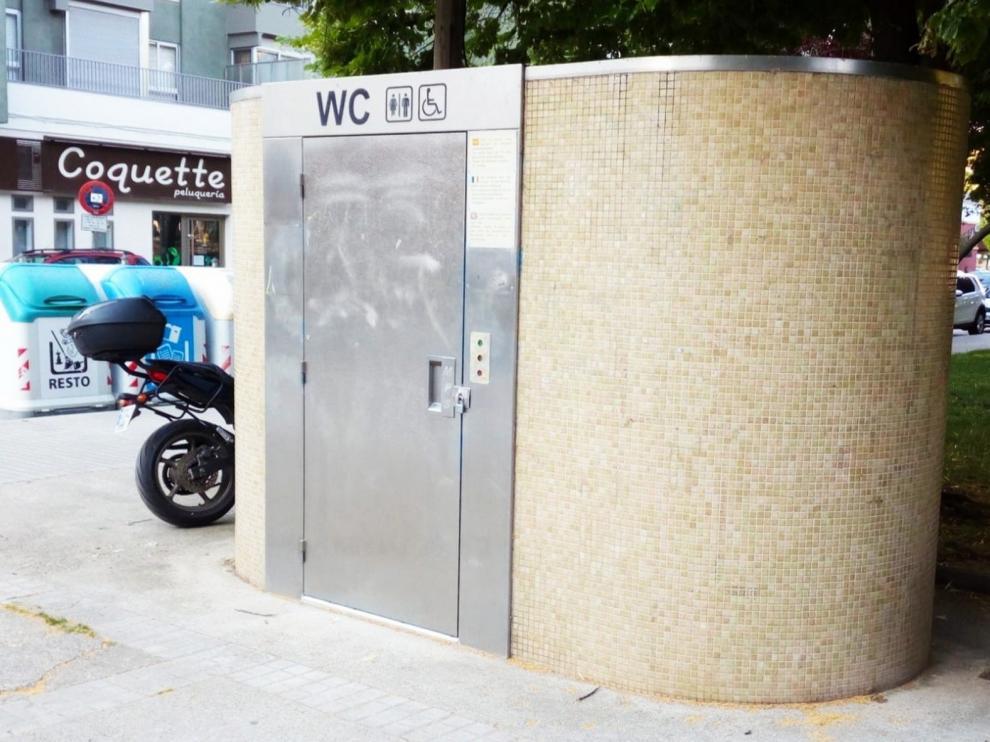 Los aseos autolimpiables del parque del Encuentro y de la plaza Europa de Huesca ya están en marcha