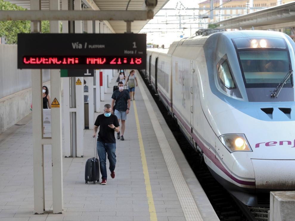 El AVE regresa por fin a Huesca tras cuatro meses sin servicio