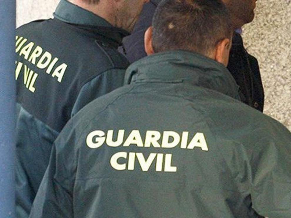 La Guardia Civil de Monzón auxilia a una persona que se encontraba inconsciente en su domicilio
