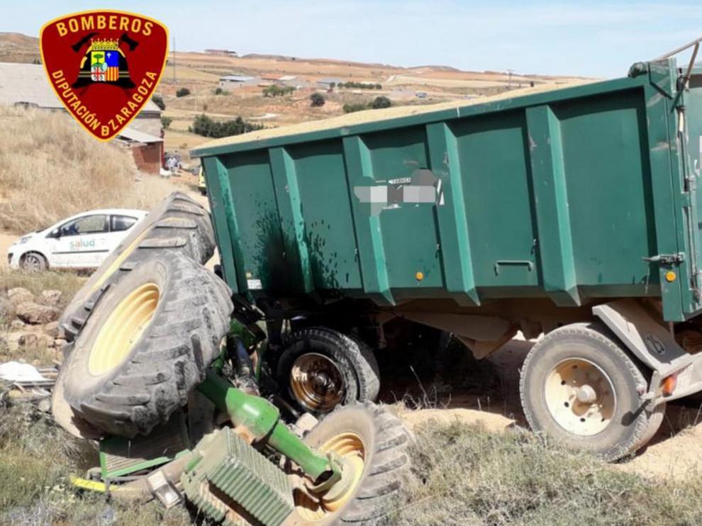 Muere un hombre de 61 años al volcar el tractor que conducía en un camino