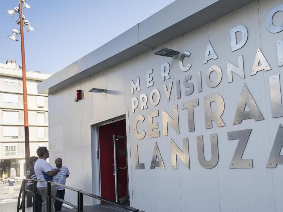 Desmontan el mercado central provisional de Zaragoza