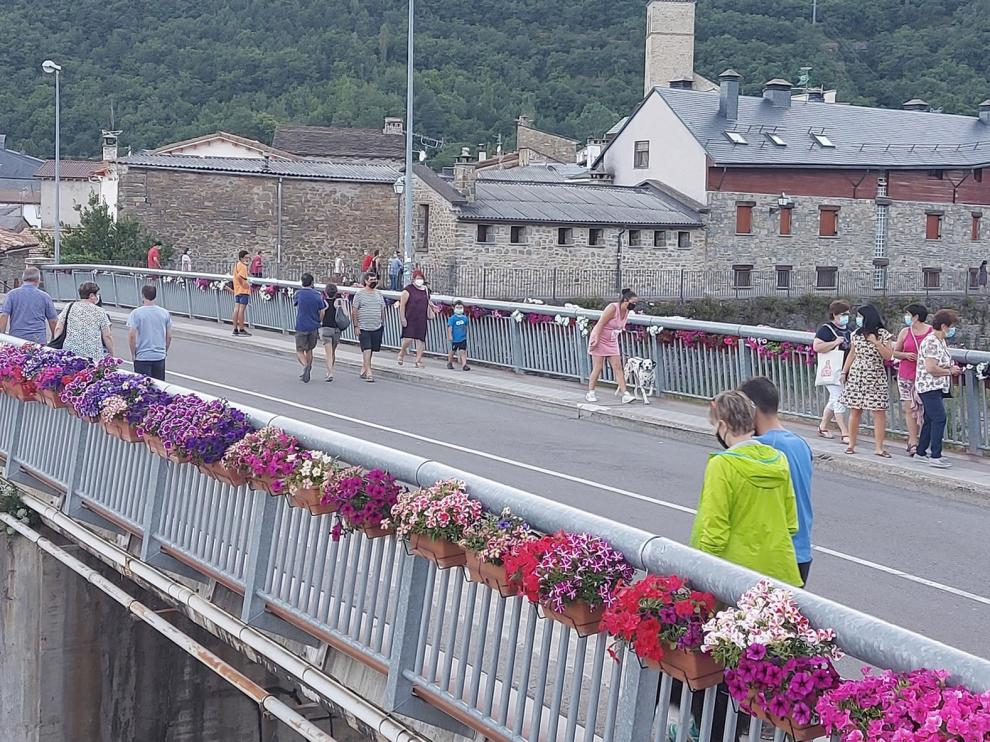 El turista zaragozano acude a las segundas residencias del Pirineo