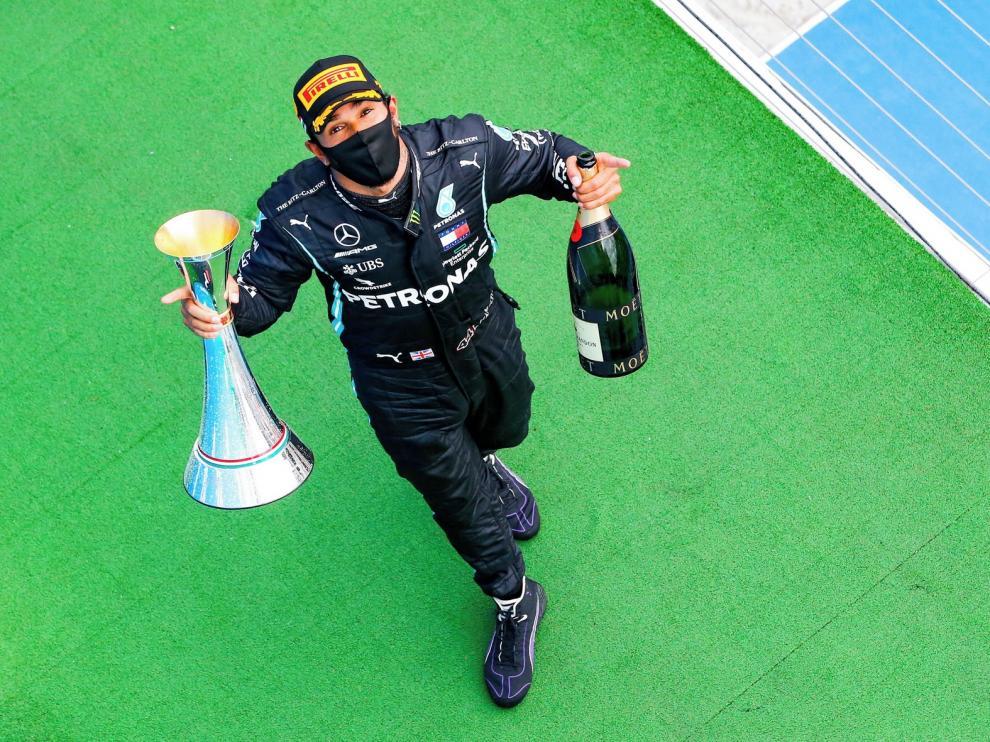 Hamilton gana, iguala un récord de Schumacher y se coloca líder