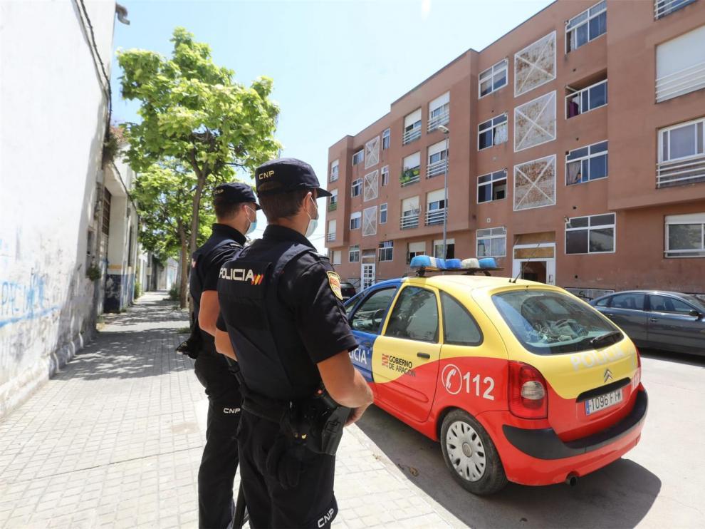 Vigilancia policial para una familia contagiada por no respetar la cuarentena