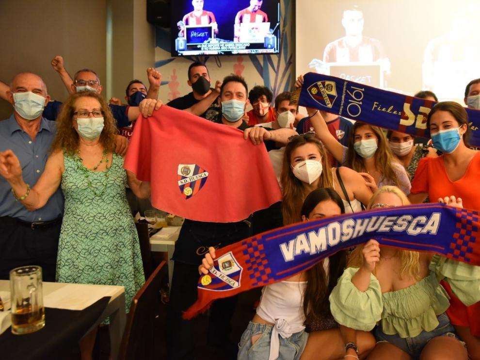 Las mascarillas no empañan una jornada histórica para el Huesca