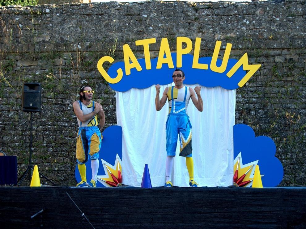 El Castillo de Aínsa se llena de la magia de Circo La Raspa y Mondongo Swing