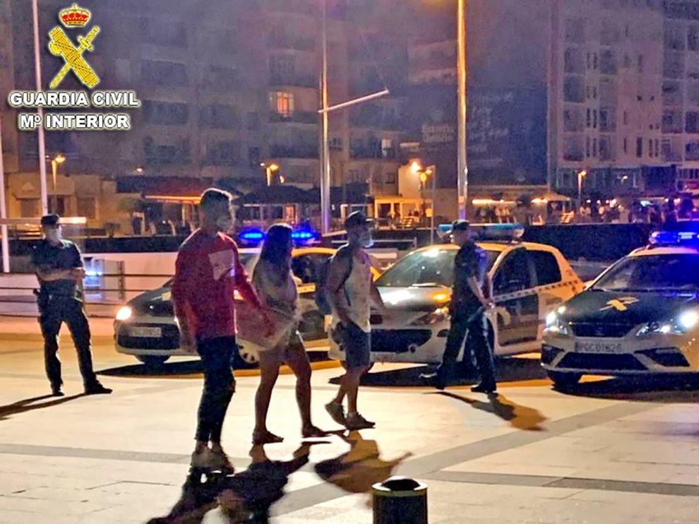 Denunciadas más de 200 personas por no usar mascarillas en un control nocturno en Pontevedra