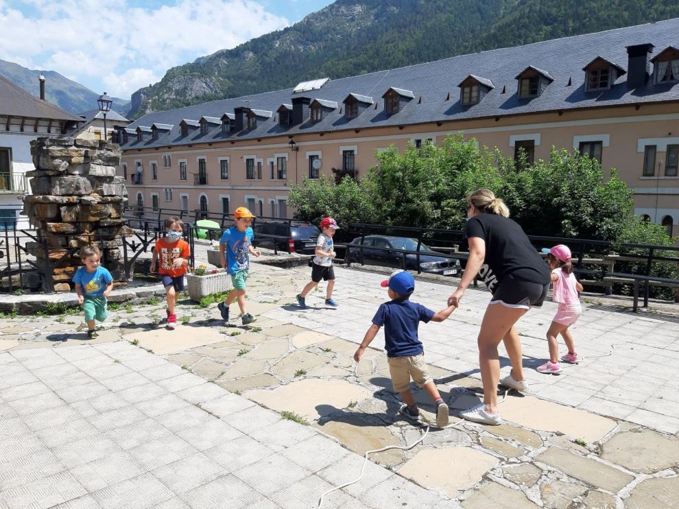 La Comarca de la Jacetania vuelve a poner en marcha las escuelas de verano en 13 localidades