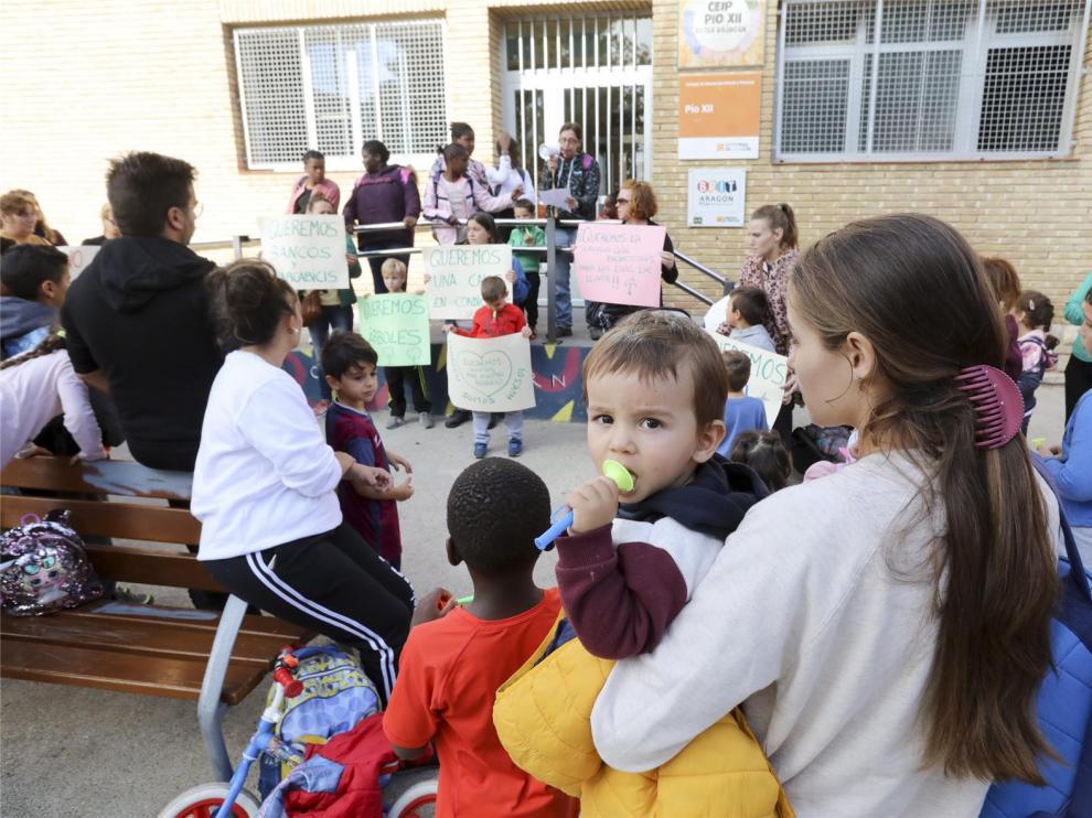 """El CEIP Pío XII advierte que no es un colegio """"de tercera"""" y pide que no se cierre una de sus vías el próximo curso"""
