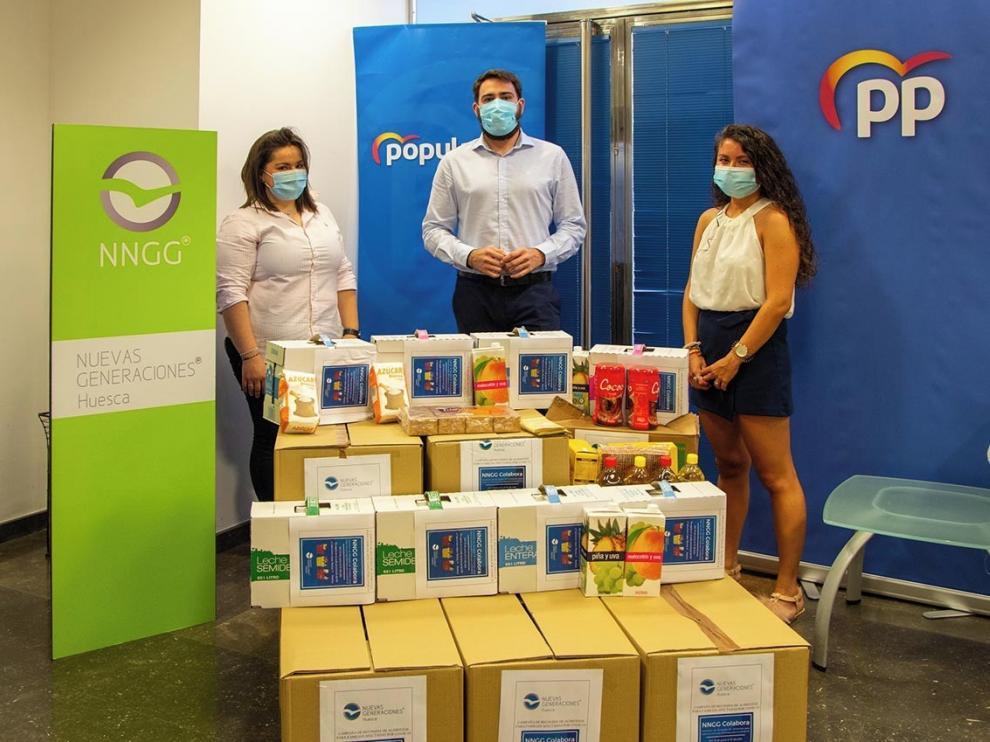 Nuevas Generaciones del PP de Huesca entregan 400 kilos de alimentos a las Conferencias de San Vicente de Paúl