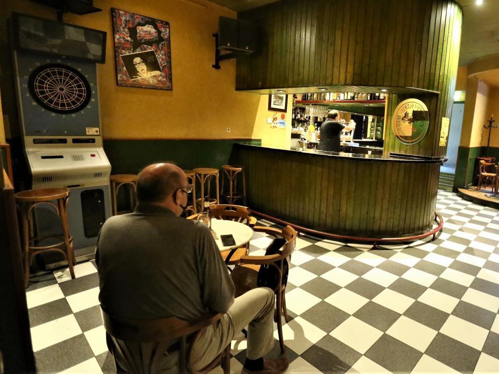 Los primeros locales de ocio nocturno como bar-café de Huesca vuelven a la actividad