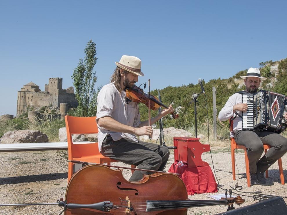 Música bailable de Vegetal Jam anima al público en Loarre