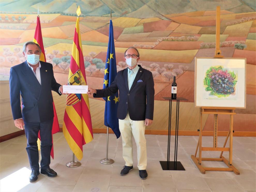 Rotary Club de Huesca recibe lo recaudado por el vino solidario de Enate