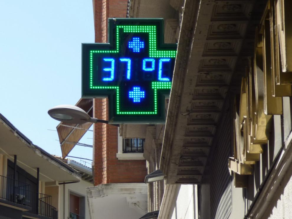 El calor intenso se acentúa con máximas de 37 grados