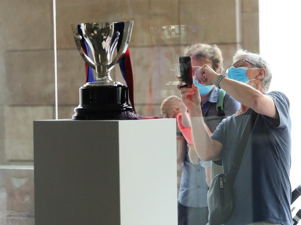 La Copa de campeones se exhibe en la DPH