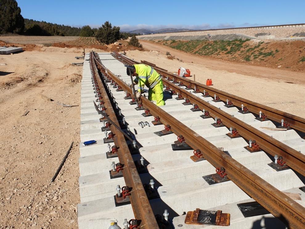 Adif avanza en las obras de renovación integral de vía en la línea Zaragoza-Teruel-Sagunto