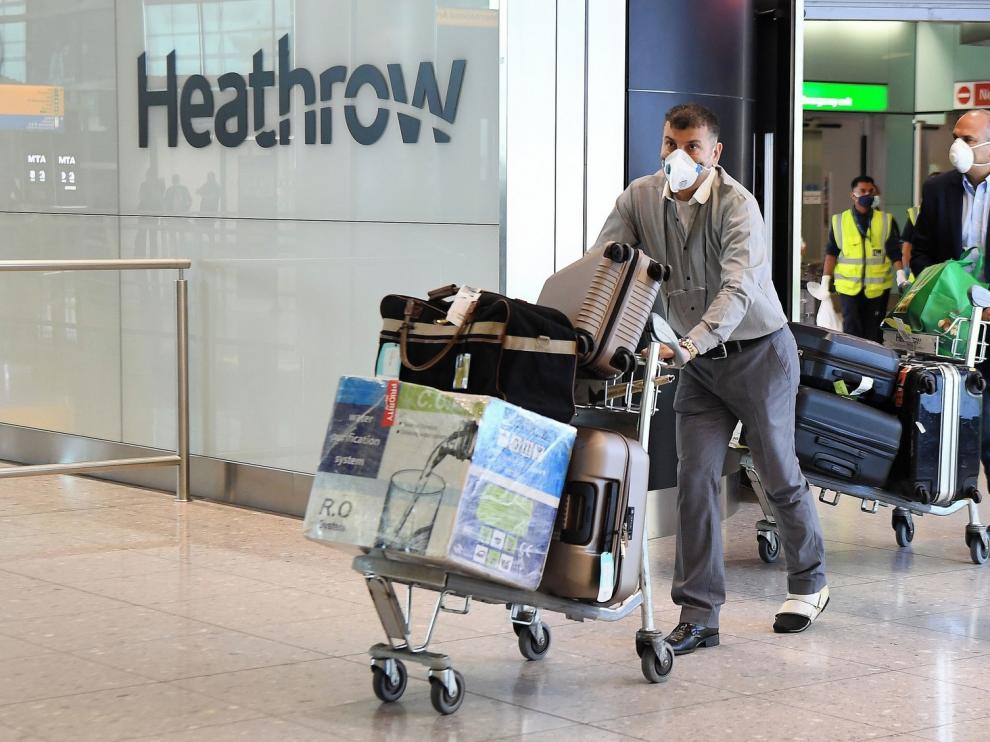 Johnson frena la desescalada por el aumento de casos de coronavirus
