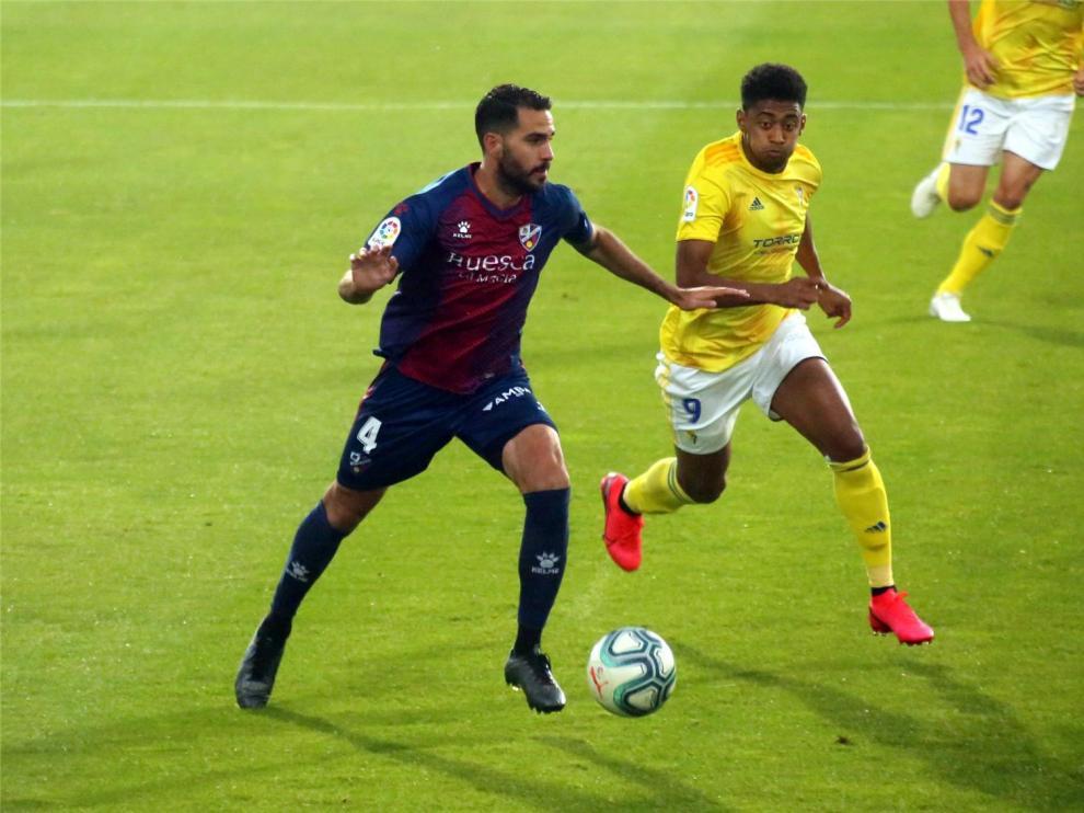 Insua firma con el Huesca hasta 2023