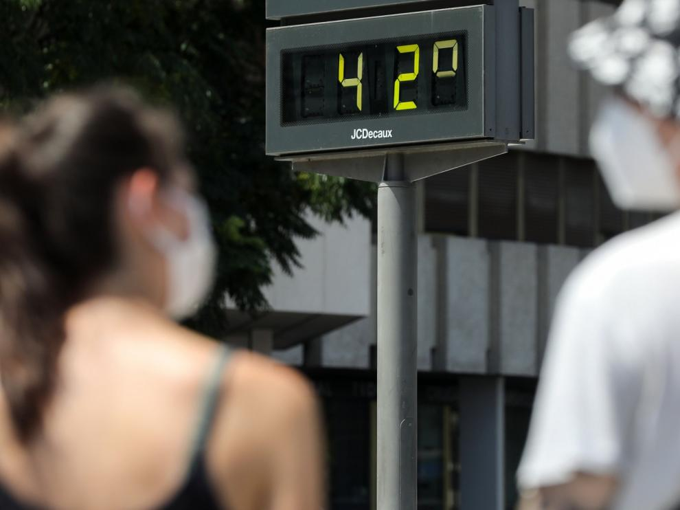 Media España sigue en alerta por calor, con siete regiones en nivel naranja