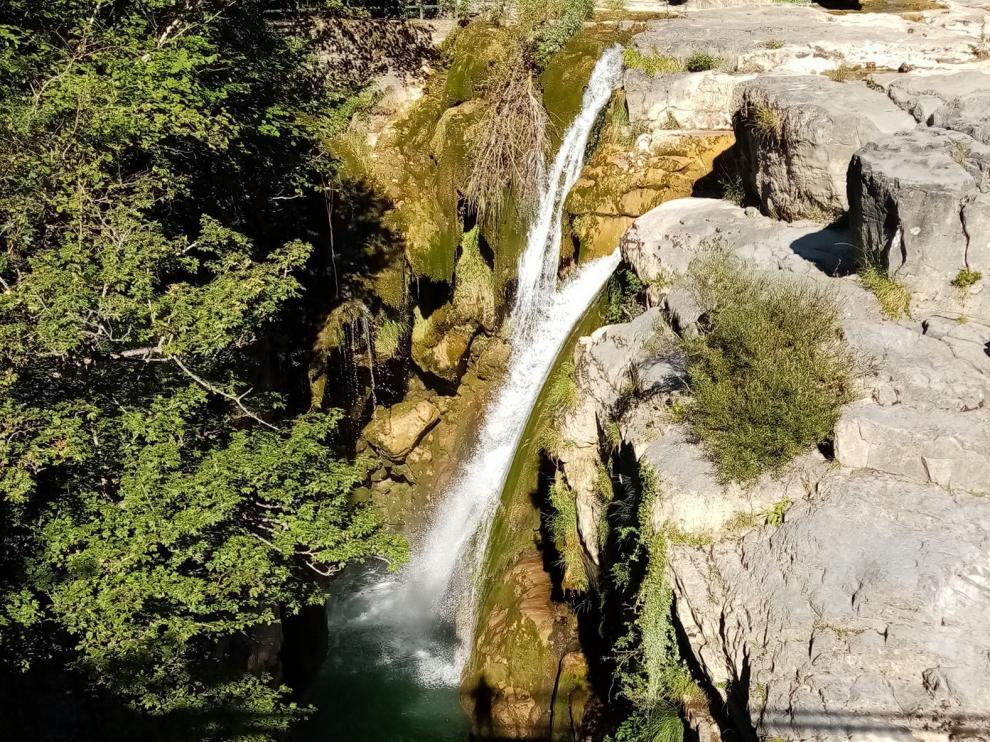 Imagen refrescante de las cascadas del Aso en las cercanías de San Úrbez