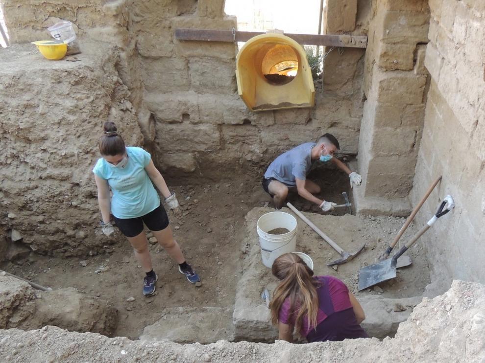Una excavación arqueológica bucea en la historia oscense
