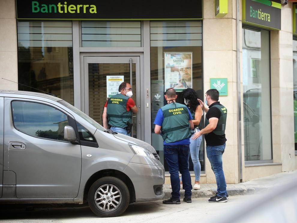 La Guardia Civil detiene a dos hombres como supuestos autores del atraco a una sucursal bancaria en Almudévar