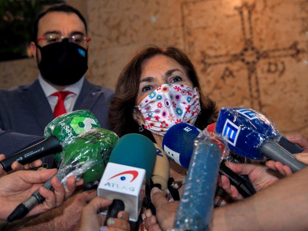 Carmen Calvo niega que el rey Juan Carlos esté huyendo