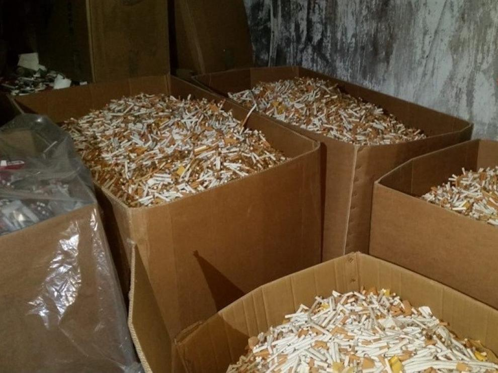 Dos transportistas detenidos en Canfranc con 43.200 cajetillas de tabaco falsificadas