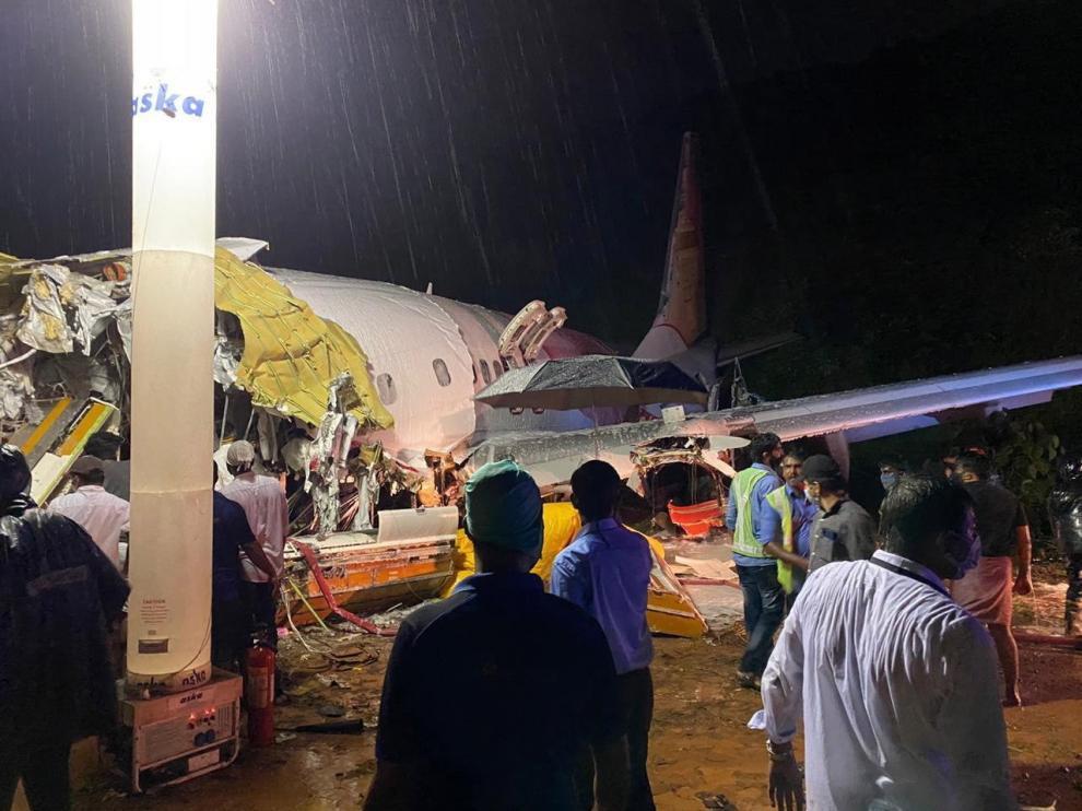 Fallecen 16 personas en un accidente de avión en India