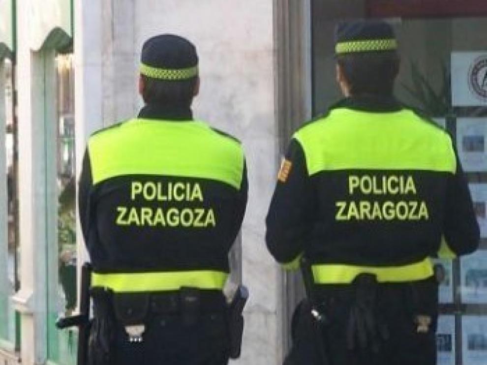 Amenaza con un objeto punzante a personas que le afearon en Zaragoza no llevar mascarilla