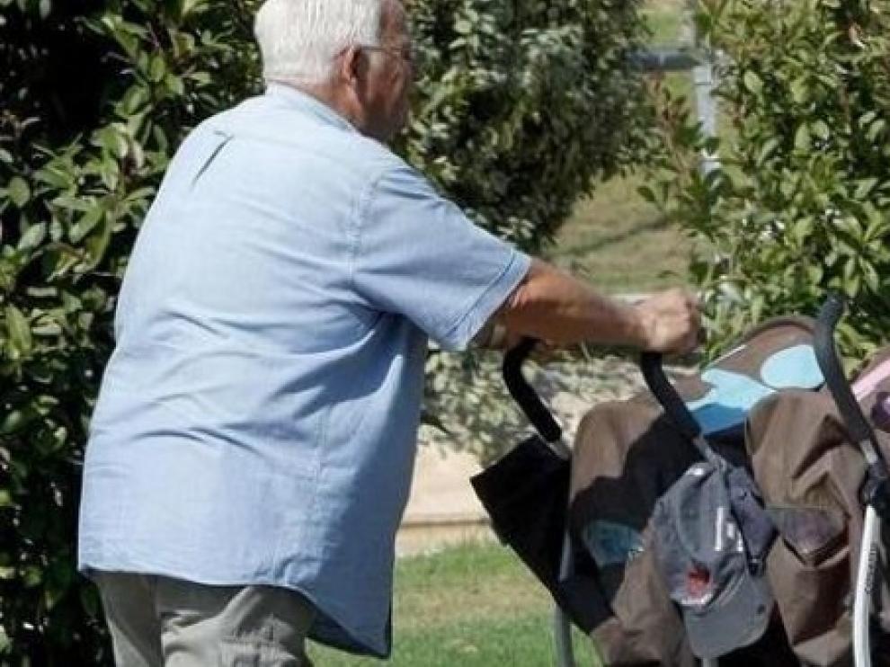 """Los abuelos piden ayuda a sus nietos: """"El coronavirus ya ha matado a 18.000 de vuestros abuelos"""""""