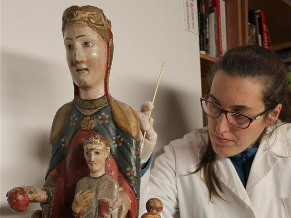 Concluye la restauración de la talla románica de la Virgen de Iguácel