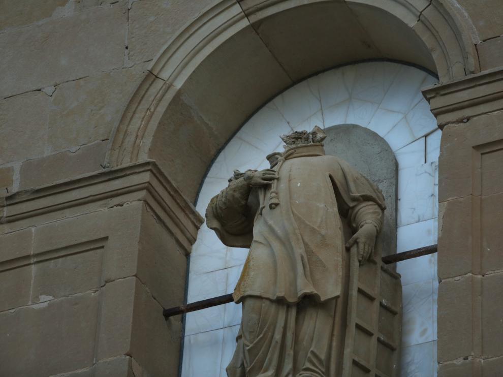 Retiran la imagen decapitada de San Lorenzo de la fachada de Loreto