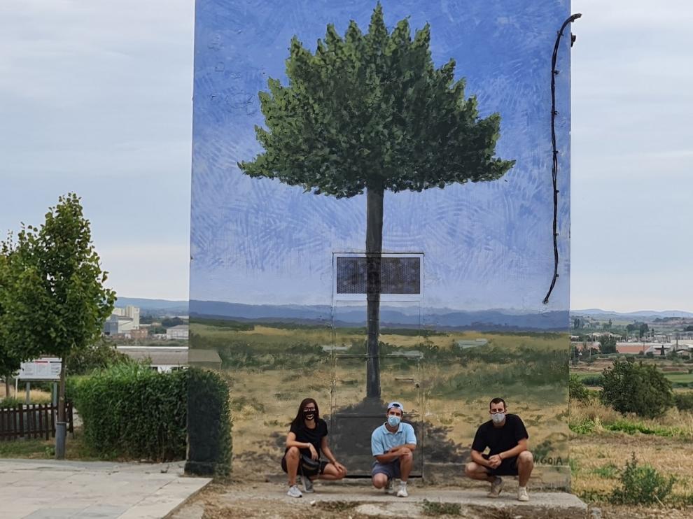 El Concurso de Arte Urbano deja nuevas huellas en Binéfar de la mano de dos jóvenes artistas