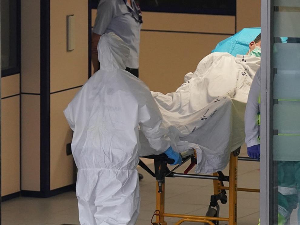 """Encuentran coronavirus """"viable"""" en el aire a casi 5 metros de un paciente"""